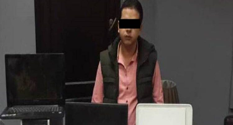 حبس موظف عربي 5 سنوات