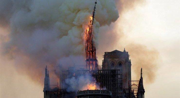 حريق كاتدرائية نوتردام بباريس