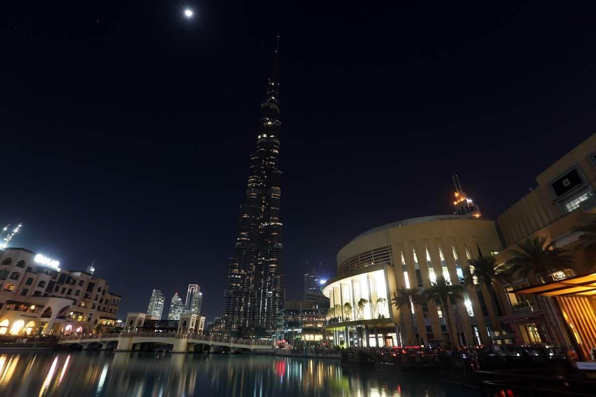 غرق برج خليفة في الظلام