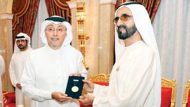 Photo of حاكم دبي يمنح وائل المحميد وسام محمد بن راشد