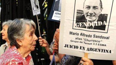 Photo of بعد 35 عامًا فرنسا تسلم الجزار الأرجنتيني إلى بلاده لمحاكته