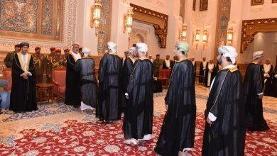 Photo of السلطان العماني الجديد يستقبل العزاء بقصر العلم العامر